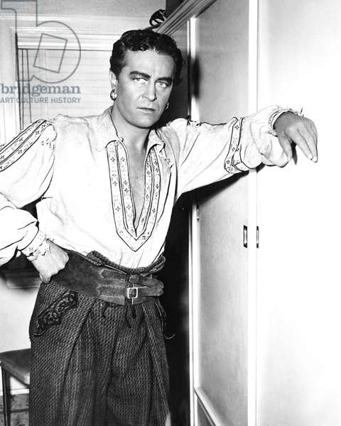 GOLDEN EARRINGS, Ray Milland on set, 1947