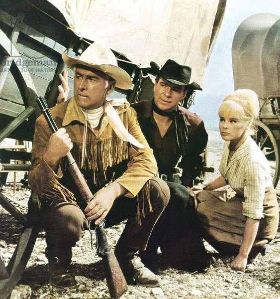 AMONGST VULTURES, (aka UNTER GEIEM), from left: Stewart Granger, Gotz George, Elke Sommer, 1964