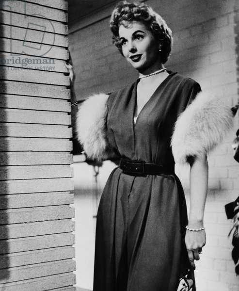 DOWN THREE DARK STREETS, Martha Hyer, 1954