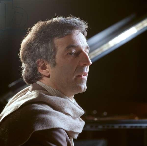 Vladimir Ashkenazy portrait Grand