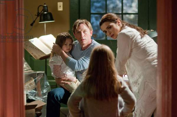 Dream House: DREAM HOUSE, back, from left: Claire Geare, Daniel Craig, Rachel Weisz, 2011. ph: George Kraychyk/©Universal Pictures/Courtesy Everett Collection