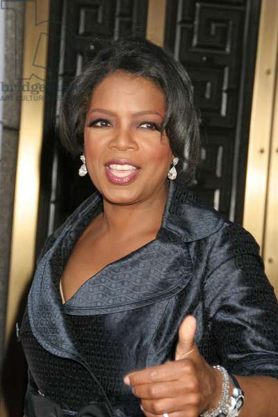Oprah Winfrey at arrivals for American Theatre Wing's 60th Annual Tony Awards - ARRIVALS, Radio City Music Hall, New York, NY, June 11, 2006. Photo by: Rob Rich/Everett Collection