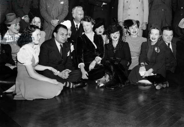 Mrs.Pat O'Brien, Gloria Jean, Brenda Joyce, Edward G. Robinson, Dorothy Lamour, William Boyd, Eleanor Roosevelt, Mrs. William Boyd, Gladys Lloyd, Olivia DeHaviland, Ona Munson, James Cagney, President's birthday ball at the White House, 1940