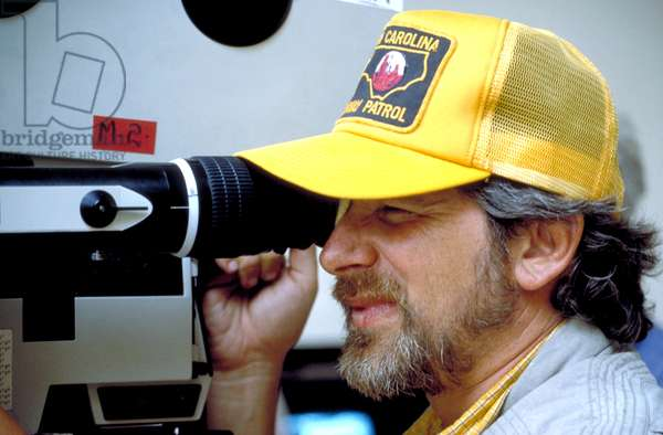Director Steven Spielberg on the set of INDIANA JONES AND THE LAST CRUSADE, 1989, (c) Paramount/courtesy Everett Collection