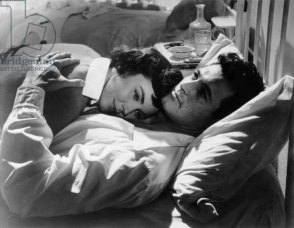 A FAREWELL TO ARMS, Jennifer Jones, Rock Hudson, 1957, TM and Copyright ©20th Century Fox Film Corp. All rights reserved. Courtesy: Everett Collection.