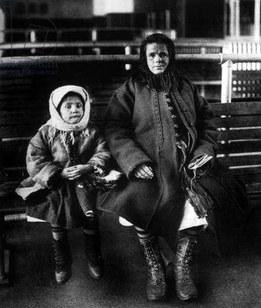 Immigrants: Immigrant mother and daughter, Ellis Island, c. 1902.