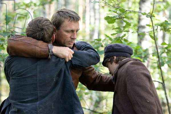 DEFIANCE, Daniel Craig (center), 2008. ©Paramount Vantage/Courtesy Everett Collection
