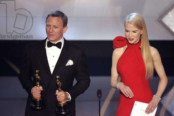 Presenters Daniel Craig, Nicole Kidman at the 79th Annual Academy Awards, Los Angeles, CA, February 25, 2007. Photo: © ABC/CRAIG SJODIN Courtesy: Everett Collection