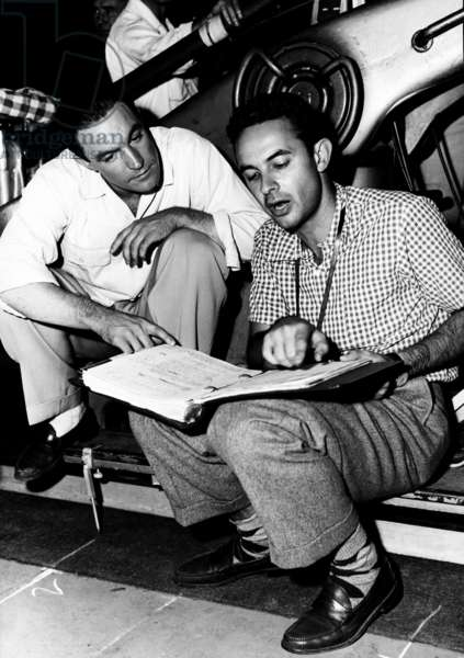 SINGIN' IN THE RAIN, from left: co-directors Gene Kelly, Stanley Donen, on set, 1952 genekelly-fscn0