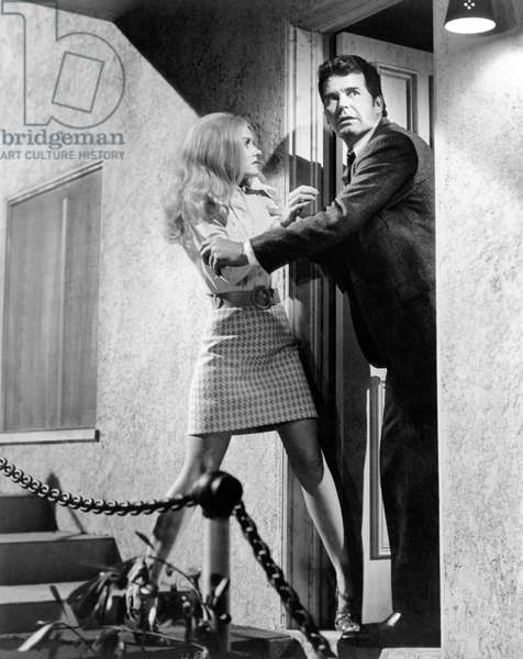 La valse des truands: MARLOWE, from left, Sharon Farrell, James Garner, 1969
