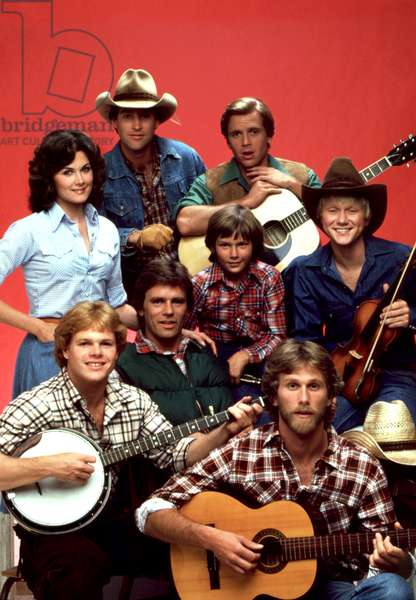 SEVEN BRIDES FOR SEVEN BROTHERS, (back, l to r): Terri Treas, Drake Hogestyn, Roger Wilson, (middle): Richard Dean Anderson, River Phoenix, Bryan Utman, (front): Tim Topper, Peter Horton, 1982-83, photo: Robert Phillips / Everett Collection