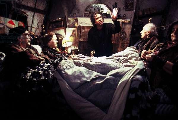 CHARLIE AND THE CHOCOLATE FACTORY, David Kelly, Eileen Essel, director Tim Burton, David Morris, Liz Smith on set, 2005, (c) Warner Brothers/courtesy Everett Collection