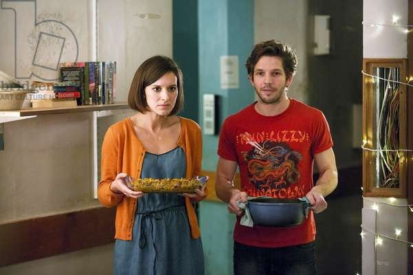CRASHING, (from left): Louise Ford, Damien Molony, (Season 1, ep. 103, aired Jan. 25, 2016). photo: Mark Johnson/Angus Young / ©Channel 4 / Courtesy: Everett Collection