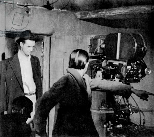 THE OUTLAW, director Howard Hughes, on-set, 1943
