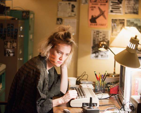 HALT AND CATCH FIRE, Mackenzie Davis in 'The Way In' (Season 2, Episode 3, aired June 14, 2015). ph: Richard DuCree/©AMC/courtesy Everett Collection