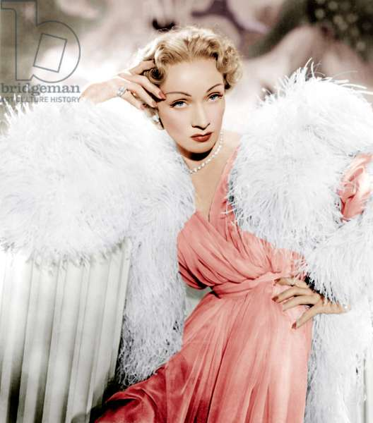 Le grand Alibi: STAGE FRIGHT, Marlene Dietrich wearing a Christian Dior design, 1950