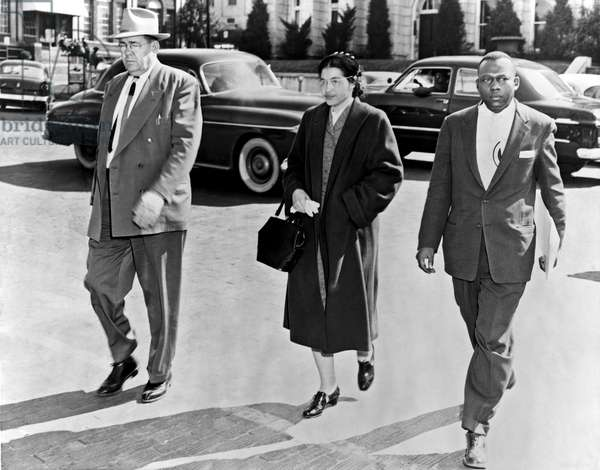 Montgomery, Alabama: February 2, 1956. Rosa Parks walking between her attorney, Charles D. Langford, and an unidentified deputy, on her way to jail in Montgomery, Alabama. - Underwood Archives/UIG\Everett Collection (990_16_7-Hist-CR_12HR)**US SALES ONLY**