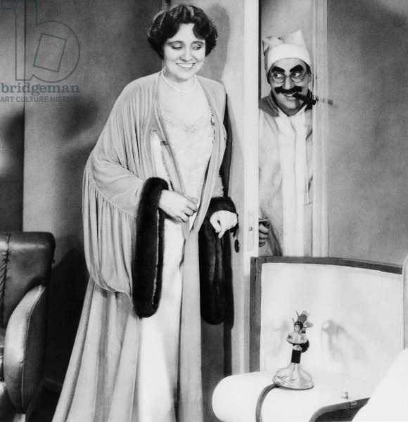 DUCK SOUP, Margaret Dumont, Groucho Marx, 1933