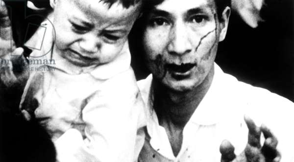HEARTS AND MINDS, father and child during the 1968 Tet offensive, 1974