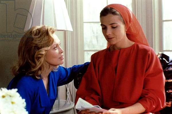 THE HANDMAID'S TALE, Faye Dunaway, Natasha Richardson, 1990