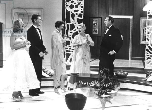 AUNTIE MAME, Joanna Barnes, Roger Smith, Rosalind Russell, Coral Browne, Willard Waterman, 1958, laughing