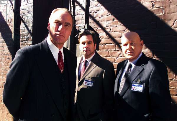 THE AGENCY, 2001-03, 'Shell Game', Craig T. Nelson, Beau Bridges and Daniel Banzali, © CBS / Courtesy: Everett Collection