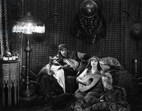THE SHEIK: THE SHEIK, Rudolph Valentino, Agnes Ayres, 1921