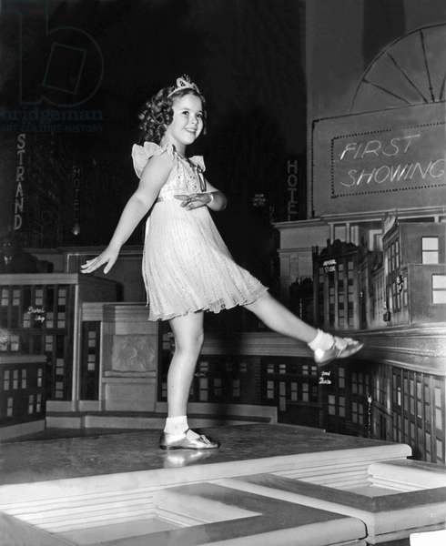 Little Miss Broadway: LITTLE MISS BROADWAY, Shirley Temple, 1938, dancing on the big city set  TM and Copyright (c) 20th Century Fox Film Corp. All rights reserved.  Courtesy: Everett Collection