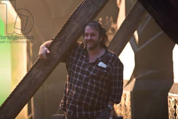Peter Jackson: THE HOBBIT: THE BATTLE OF THE FIVE ARMIES, director Peter Jackson, on set, 2014. ph: Todd Eyre/©Warner Bros./Courtesy Everett Collection