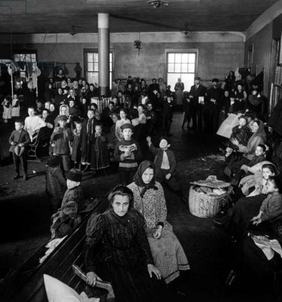 Immigrants: Immigrants awaiting examination at Ellis Island, 1902.