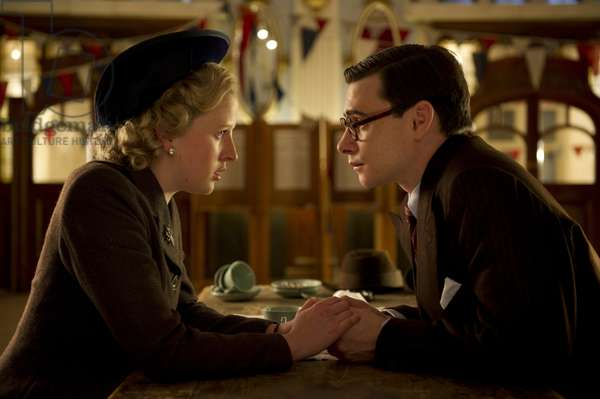 La Dame de Fer: THE IRON LADY, from left: Alexandra Roach as young Margaret Thatcher, Harry Lloyd as young Denis Thatcher, 2011. ph: Alex Bailey/©Weinstein Company/courtesy Everett Collection