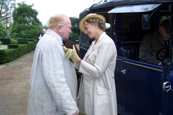 THE GATHERING STORM, Albert Finney (as Winston Churchill), Vanessa Redgrave (as Clementine Churchill), 2002. ©HBO / Courtesy: Everett Collection