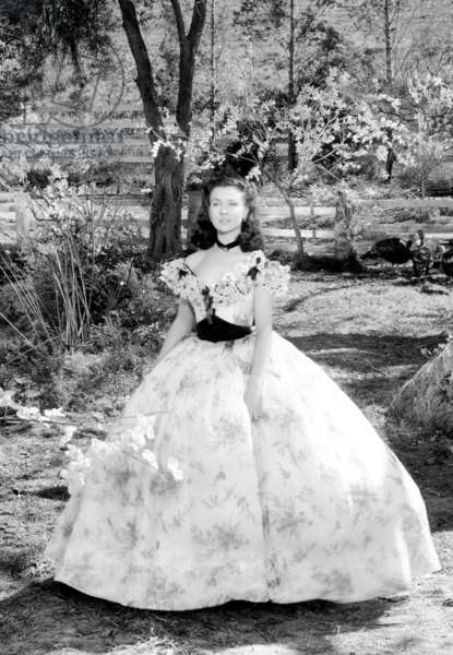 GONE WITH THE WIND, Vivien Leigh at Tara Plantation, 1939.