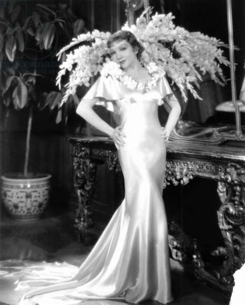 IT HAPENED ONE NIGHT, Claudette Colbert in wedding gown designed by Kalloch, 1934: IT HAPENED ONE NIGHT, Claudette Colbert in wedding gown designed by Kalloch, 1934