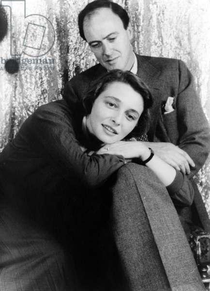Roald Dahl et Patricia Neal: Roald Dahl (1916-1990), British author with his wife, Actress Patricia Neal (b. 1926) in 1954 portrait by Carl Van Vechten.