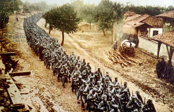 World War I, Serbian troops advancing to attack Austrian forces on their border, 1914
