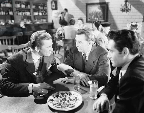 OUT OF THE PAST, Kirk Douglas, Robert Mitchum, Paul Valentine, 1947