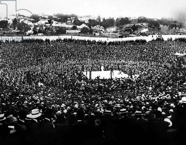 UNFORGIVABLE BLACKNESS: THE RISE AND FALL OF JACK JOHNSON, the Jack Johnson-Tommy Burns 1908 heavyweight championship fight in Australia, 2004, (c) Florentine Films/courtesy Everett Collection