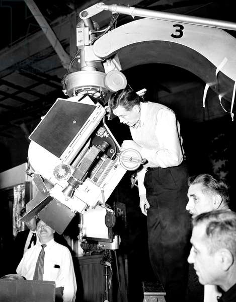 THE ASPHALT JUNGLE, director John Huston on set, 1950