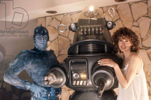 EARTH GIRLS ARE EASY, Jeff Goldblum, Robby the Robot, Geena Davis, 1988, (c)Vestron Pictures/courtesy Everett Collection