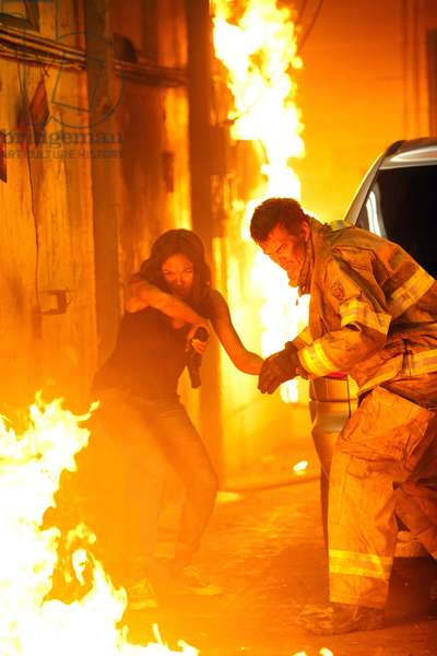 Fire with Fire Vengeance par le Feu: FIRE WITH FIRE, from left: Rosario Dawson, Josh Duhamel, 2012. ph: Steve Dietl/©Lionsgate/courtesy Everett Collection