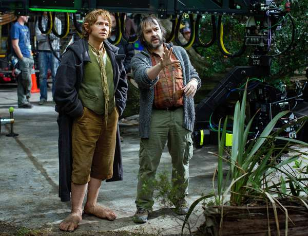 Le Hobbit: Le Voyage Inattendu: THE HOBBIT: AN UNEXPECTED JOURNEY, from left: Martin Freeman, director Peter Jackson, on set, 2012. ph: Todd Eyre/©Warner Bros. Pictures/Courtesy Everett Collection