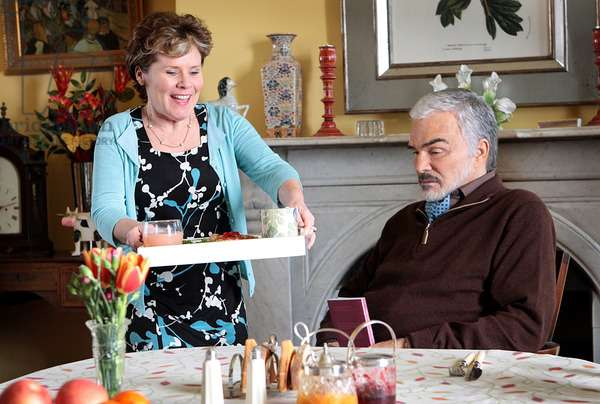 A Bunch of Amateurs: A BUNCH OF AMATEURS, from left: Imelda Staunton, Burt Reynolds, 2008. Ph: Kerry Brown
