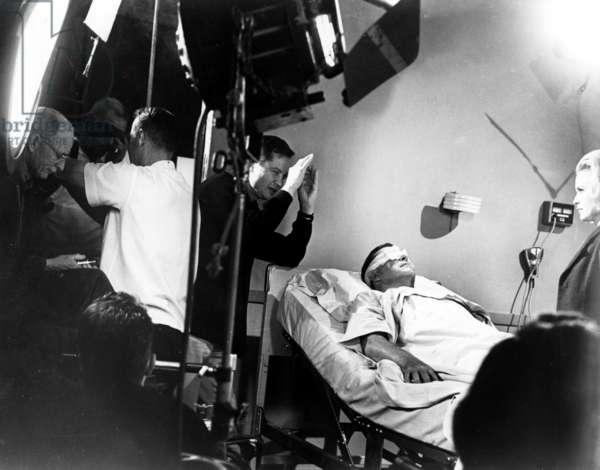 X-THE MAN WITH THE X-RAY EYES, Floyd Crosby (far left), Roger Corman, Ray Milland, Diana Van der Vlis, 1963
