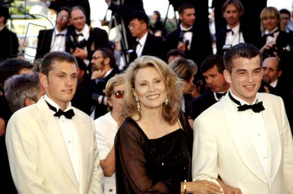Faye Dunaway with son Liam (on right) at Cannes Film Festival, 1999, by Thierry Carpico
