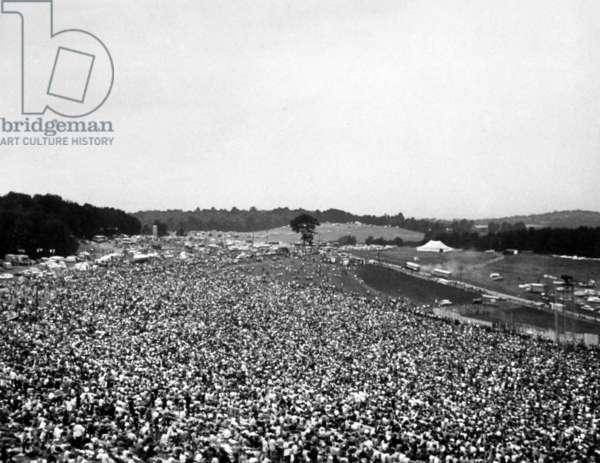 Festival de Woodstock: WOODSTOCK, broad shot of farmer Max Yasgur's grounds, 1970