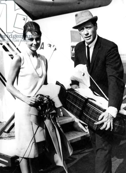 Audrey Hepburn and Mel Ferrer with newborn Sean, Idlewild Airport, NY, 09-15-1960.