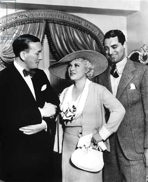 Je ne suis pas un Ange: I'M NO ANGEL, candid of Noel Coward, Mae West, and Cary Grant on the set of the film, 1933