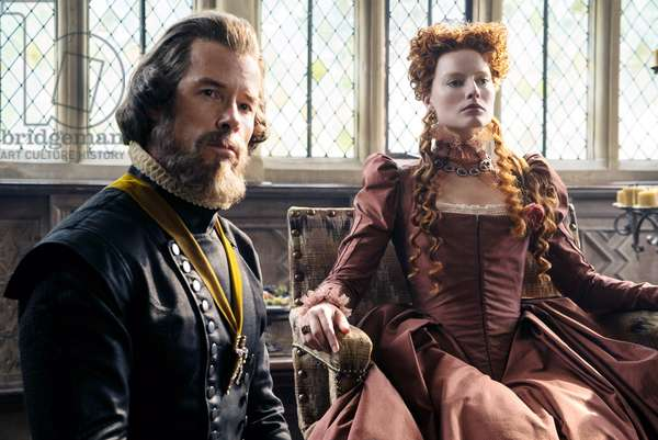 MARY QUEEN OF SCOTS, from left: Guy Pearce as Sir William Cecil, Margot Robbie as Queen Elizabeth I, 2018. ph: Liam Daniel. ©Focus Features/courtesy Everett Collection