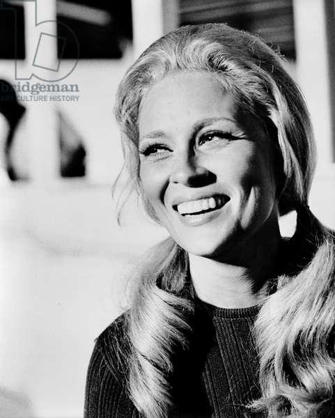 THE EXTRAORDINARY SEAMAN, Faye Dunaway, 1969